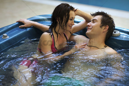 Spa : Couple bathing at jacuzzi