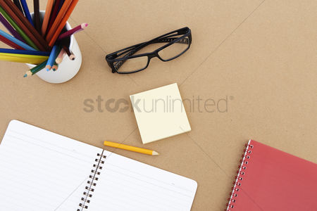 School : Spectacles with stationery set