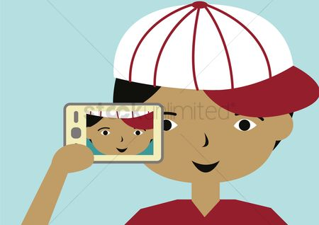 Photographers : Boy taking selfie