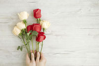 Flatlay of wooden background with roses