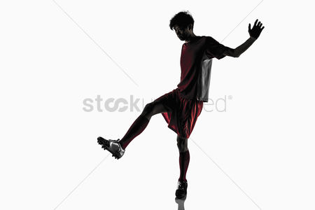 Match : A soccer player doing a passing