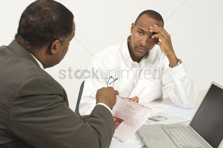 Worry : Accountant talking to client