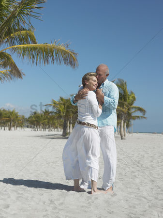 Kissing : Affectionate senior couple on tropical beach