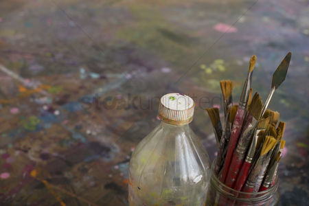 Arts : Artist s paint brushes and bottle by palette