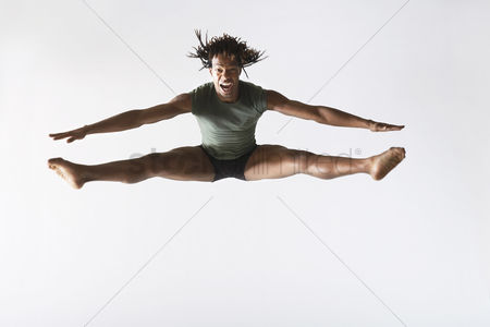 Fitness : Ballet dancer leaping in mid-air
