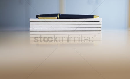 Notepad : Ballpoint pen on stack of notepads