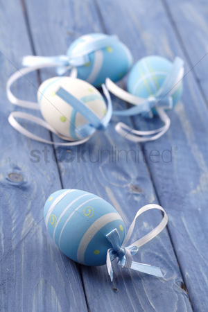 Spring : Blue and pink easter eggs on blue background