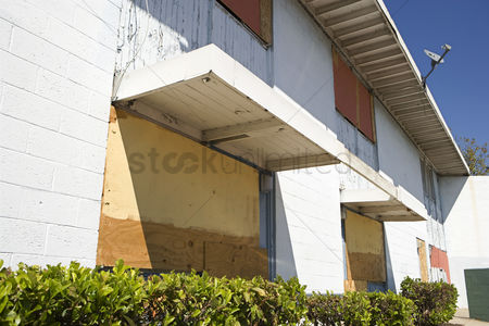 Loss : Boarded up apartments