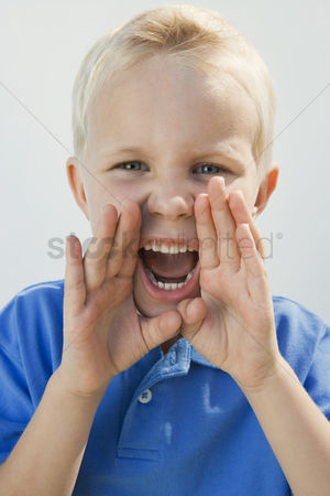 Gaze : Boy shouting