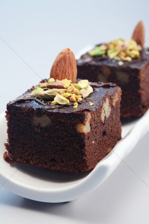 Almond : Brownie with almond and pistachio nut toppings