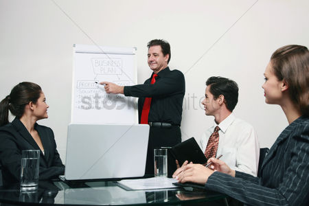 Leadership : Businessman presenting his ideas in a meeting