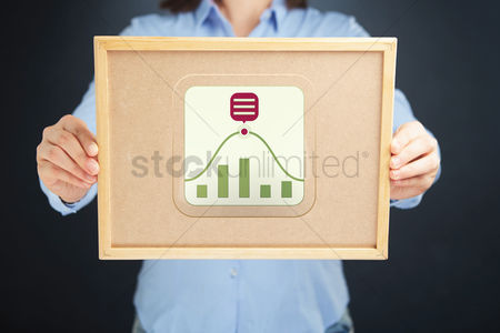 Cork board : Businesswoman holding a cork board with infographic elements