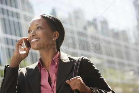 Women : Businesswoman phoning