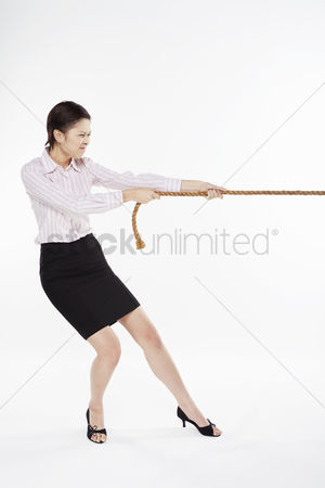 Rope : Businesswoman pulling a tightrope