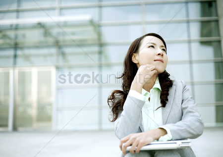 Pensive : Businesswoman thinking
