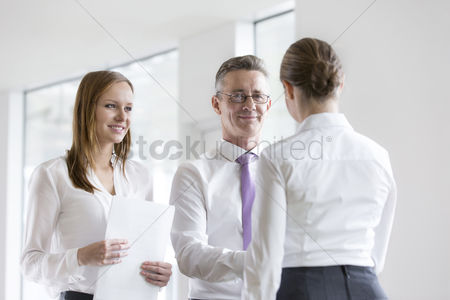 Office worker : Confident business people shaking hands in office