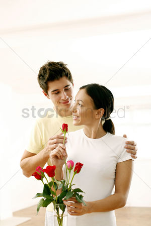 Lover : Couple with a vase of roses