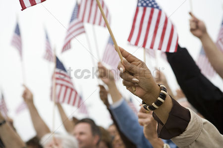 Demonstration : Crowd holding up american flags