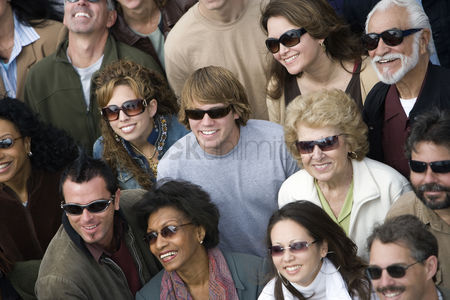 Demonstration : Crowd wearing sunglasses