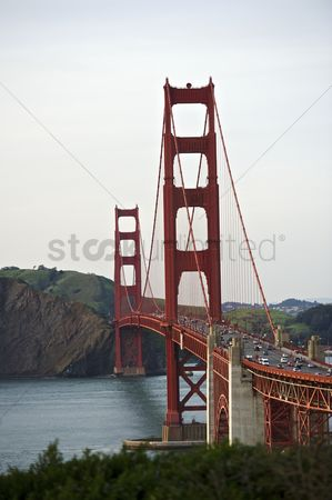 Attraction : Curve of the golden gate bridge view to marin county