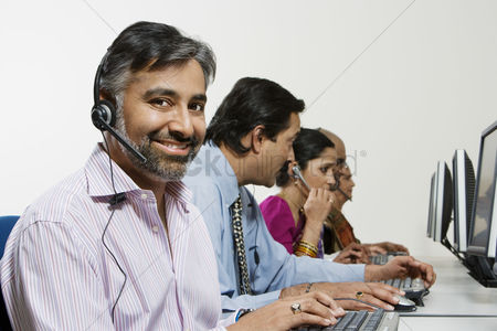 Earpiece : Customer service reps in call center
