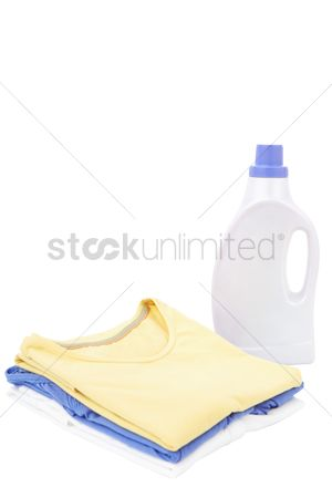 Tidy : Detergent bottle and folded clothes