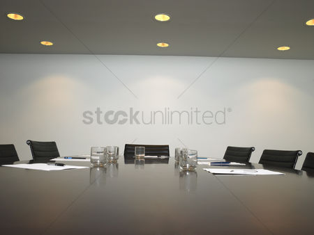 Notepad : Empty conference room
