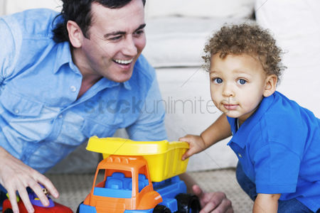 Children playing : Father playing with son