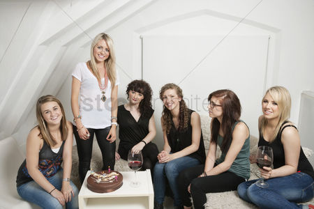 Group portrait : Female friends celebrating young woman s birthday