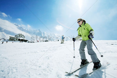 Cold : Female skier on skis