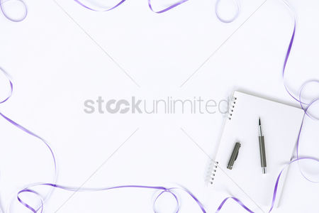 Flat : Flatlay with notepad and pen