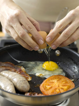 Food  beverage : Frying eggs