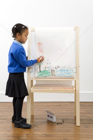Pupil : Girl drawing on drawing board