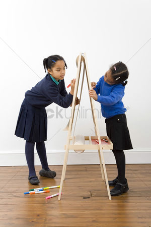 Pupil : Girls drawing on drawing board