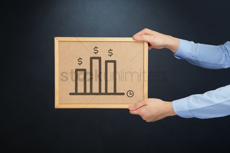 Cork board : Hands holding a cork board with bar graph icon