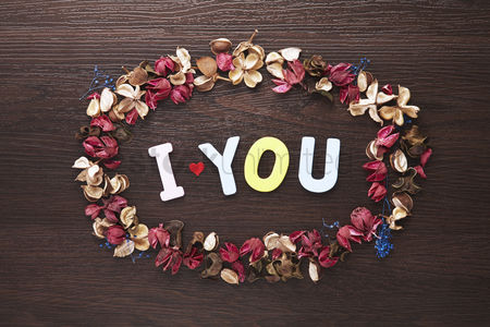 Heart shapes : I love you concept with dried flowers