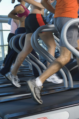 Workout : Joggers on treadmills in gym