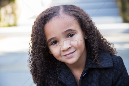 Curly hair : Little girl looking at camera