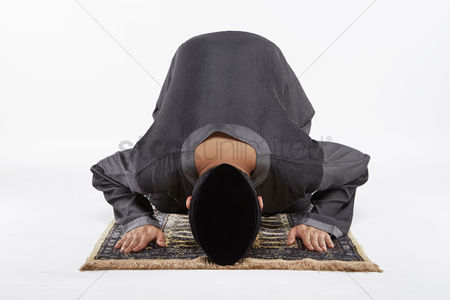 Masculinity : Main kneeling and staying prostrate by pressing forehead  and placing palms  knees and pads of the toes on the floor