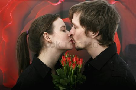Kissing : Man and woman kissing