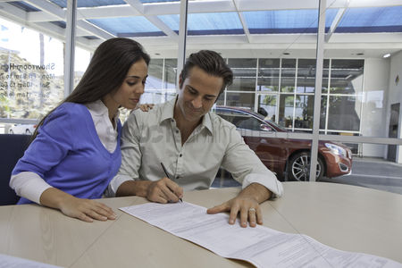 Land : Man and woman signing papers
