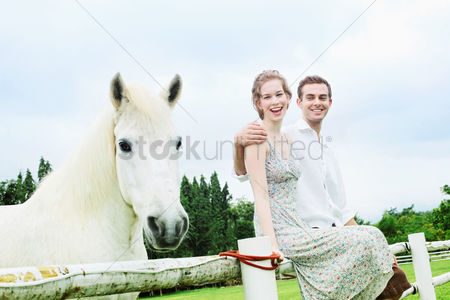 Girlfriend : Man and woman sitting on wooden fence