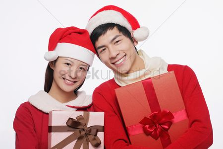 Traditional clothing : Man and woman with their gifts