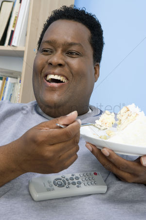 Sets : Man eating cake