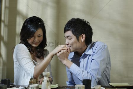 Kissing : Man kissing woman s hand