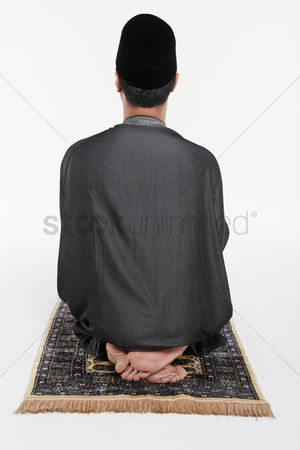 Religion : Man sitting in between two sujuds