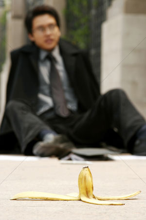 Ache : Man slipped after stepping on a banana skin