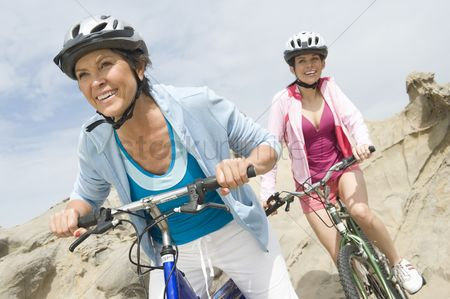 Fitness : Mature and mid adult women compete on a cycle ride