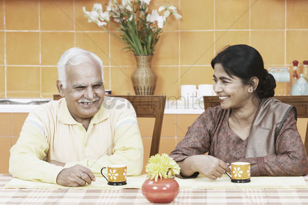 Tea pot : Mature couple having tea at the dining table