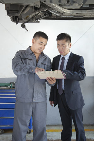 Fixing : Mechanic explaining to businessman